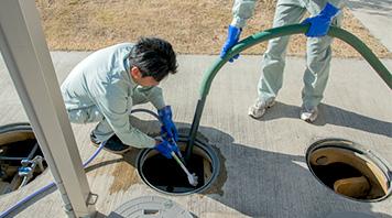 浄化槽汚泥抜取清掃作業
